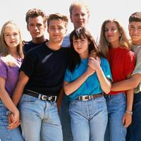 Serial Beverly Hills 90210 kembali hadir. (dok. Instagram @ragdoll.mom/https://www.instagram.com/p/BupjR-Ugx33/Asnida Riani)