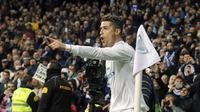 Bintang Real Madrid, Cristiano Ronaldo memimpin top scorer sementara Liga Champions dengan koleksi 12 gol.  (AP/Paul White)