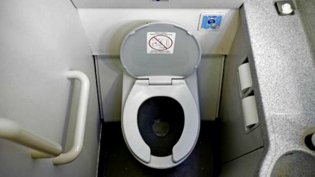 Toilet penerbangan