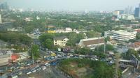 Lalu lintas di Jalan Asia Afrika, Jakarta seputar Stadion GBK jelang konser band rock Bon Jovi (Liputan6.com)