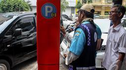 Selain mampu mengurangi kemacetan, parkir meter di lokasi tersebut juga mampu mendongkrak pendapatan dari retribusi parkir hingga 12 kali lipat, Jakarta, Senin (6/10/2014) (Liputan6.com/Faizal Fanani)