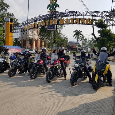 Kelompok Grandpa Biker jelajah pantura dari Jakarta ke Batu (Foto: Nugroho Dewanto)