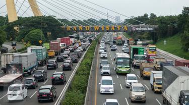 Libur Panjang, Dua Arus Tol Jakarta - Cikampek Macet