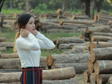 Dikabarkan bahwa komika Dodit Mulyanto menjalin hubungan dengan wanita cantik bernama Cici. Kekasihnya tersebut mengakui dekat dengan pria asal Jawa timur ini sebelum Dodit terkenal seperti sekarang. (Liputan6.com/IG/@angelinaci_)