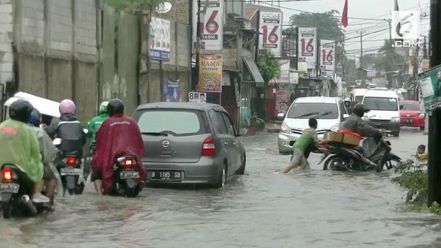 Banjir melanda kawasan Pondok Aren Tangsel, arus lalu lintas menuju kawasan Pondok Aren Macet Total