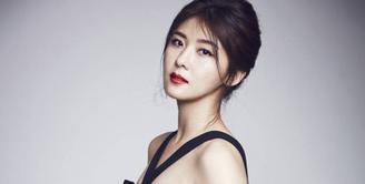 Cantik dan sukes. Mungkin itu dua kata yang bisa menggambarkan sosok Ha Ji Won. Akan tetapi saat akan memasuki usia 40 tahun, ia belum melepas masa lajangnya. (Foto: Allkpop.com)