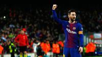 Gaya pemain Barcelona, Lionel Messi usai mencetak gol ke gawang Leganes di Stadion Camp Nou, Barcelona, Spanyol, Sabtu (7/4). Messi sukses mencetak hattrick pada laga tersebut. (AP Photo/Manu Fernandez)