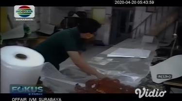 Salah satu gerai perajin tas dan jaket Tanggulangin yang menutup tokonya adalah milik Roni Yudianto, sejak 3 pekan terakhir toko ditutup karena sepi pembeli seiring merebaknya Covid-19 di Sidoarjo.