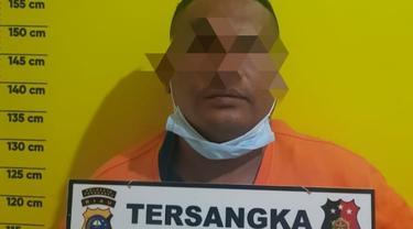 Tersangka pencurian infaq yang ditahan di Polsek Tampan, Pekanbaru.