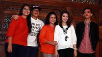 Preskon Iriana jokowi,Gibran Rakabuming Raka & Selvi Ananda Putri @ Gedung Saba Buana ( Solo ) (M. Akrom Sukarya/bintang.com)