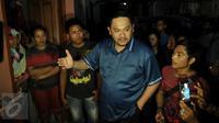 Pengacara Farhat Abbas saat berbicara dengan warga Kalijodo, Jakarta Utara, Selasa (16/2). Ia mengaku mendapatkan rekomendasi dari Partai Golkar untuk menjadi kandidat calon gubernur DKI Jakarta. (Liputan6.com/Gempur M Surya)