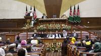 Presiden Afghanistan Ashraf Ghani memyampaikan pidatonya dalam pelantikan anggota parlemen baru di Kabul, Afghanistan, 26 April 2019. (AP)