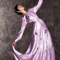 Simak deretan tren fashion terkini dari musim Fall 2020 yang akan mendominasi. (Foto: Instagram/ Erdem).
