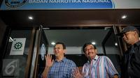 Bacagub dan Wakil bacagub DKI Jakarta, Basuki Tjahaja Purnama dan Djarot Saiful Hidayat tiba di Gedung BNN, Jakarta, Minggu (25/9). Ahok-Djarot akan mengikuti tes narkotika sebagai salah satu syarat maju di Pilgub DKI 2017. (Liputan6.com/Faizal Fanani)