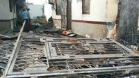 Sisa kebakaran di dalam Rutan Siak karena ratusan tahanan mengamuk. (Liputan6.com/M Syukur)