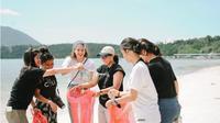 Pagi Hari bersama Nadine Chandrawinata di Pantai Bunaken. (Liputan6.com/Yoseph Ikanubun)