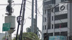 Spanduk sosialisasi sistem ganjil genap terpasang di kawasan Jalan Fatmawati Raya, Jakarta, Jumat (9/8/2019). Sosialisasi perluasan sistem ganjil genap dilakukan mulai 7 Agustus hingga 8 September 2019. (Liputan6.com/Faizal Fanani)