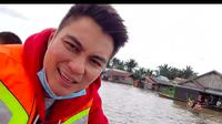 Momen Baim Wong Kunjungi Korban Banjir Kalsel, Terjun Langsung Salurkan Donasi. (Sumber: Instagram/baimwong)