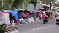 Kemah-kemah pengungsi dari Afrika dan Asia Selatan di trotoar depan Rumah Detensi Imigrasi Kalideres, Jakarta Barat (4/4/2018) (Muhammad Husni Mubarok/Liputan6.com)