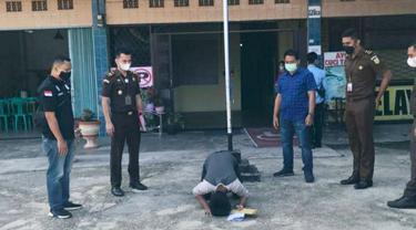 Tersangka pencurian di Pekanbaru sujud syukur karena tidak sampai ke pengadilan.