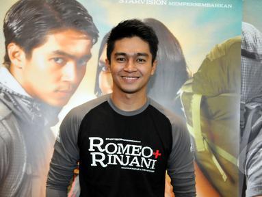 Aktor muda Indonesia, Deva Mahenra saat acara press screening film Romeo+Rinjani di Epicentrum Walk, Kuningan, Jakarta, Selasa (21/4/2015). Film yang mulai tayang 23 April mendatang itu mengekspos keindahan Gunung Rinjani. (Liputan6.com/Panji Diksana)