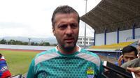 Pelatih Persib Bandung, Miljan Radovic. (Bola.com/Erwin Snaz)