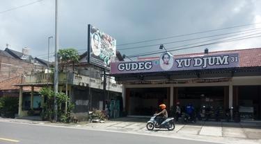 Memiliki bisnis mungkin tidak sebaik Gudeg Yu Djum yangmampu bertahan lebih dari 60 tahun. Tips bisnis kuliner ala gudeg yu djum disampaikan Manager Operasional Gudeg Yu Djum.