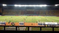 Laga Persib vs Perseru pada Piala Presiden 2019 di Stadion Si Jalak Harupat, Bandung, sepi penonton. (Bola.com/Erwin Snaz)