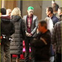 Kostum lengkap Joker (Jared Leto). Foto: via justjared.com