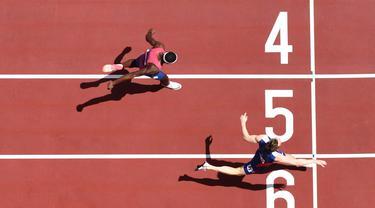Foto: Selebrasi Merobek Baju Karsten Warholm usai Pecahkan Rekor Dunia di Olimpiade Tokyo 2020