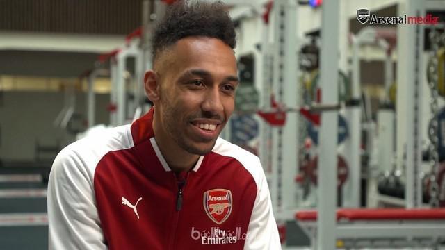 Berita video wawancara Pierre-Emerick Aubameyang setelah resmi berseragam Arsenal. This video presented by BallBall.