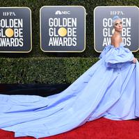 Lady Gaga di red carpet Golden Globes 2019 di The Beverly Hilton Hotel, Beverly Hills, California, Amerika Serikat. (VALERIE MACON / AFP/Asnida Riani)