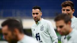 Kali ini kedatangan Sergio Busquets dan kawan-kawan ke San Siro bukan hanya untuk memenangkan laga namun sekaligus membayar kekalahan sebelumnya di Piala Eropa 2020. (AFP/Franck Fife)