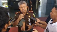 Kajati Sulsel, Firdaus Dewilmar tegaskan akan tempuh jalur perdata demi mengejar pemulihan kerugian negara dalam kasus dugaan penyimpangan dana APBD Sulbar tahun 2016 sebesar Rp 360 miliar (Liputan6.com/ Eka Hakim)