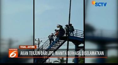 Aksi heroik dilakukan sejumlah pengemudi ojek daring dan polisi di Tegal, Jawa Tengah. Mereka dengan sigap menyelamatkan seorang wanita yang akan terjun dari atas JPO.