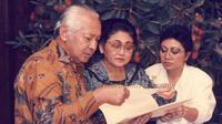 Tutut bersama kedua orangtuanya, Soeharto dan Tien Soeharto (Dok.Instagram/@tututsoeharto/https://www.instagram.com/p/BnSYocMHWTz/Komarudin)