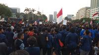 Aksi unjuk rasa sejumlah elemen mahasiswa di depan Gedung DPR RI. (Liputan6.com/Ady Anugrahadi)