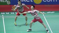 Kevin Sanjaya/Marcus Gideon saat melawan pasangan Jepang, Takuto Inoue/Yuki Kaneko pada final Indonesia Open 2018 di Istora Senayan, Jakarta, (8/6/2018). Tontowi/Liliyana menang 21-17, 21-8. (Bola.com/Nick Hanoatubun)