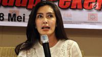 Angota DPR Komisi VI Rieke Diah Pitaloka menilai gugatan perusahaan kepada karyawan JICT tidak memiliki dasar hukum, Jakarta, Minggu (28/5). (Liputan6.com/JohanTallo)