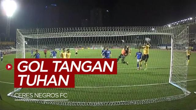 "Berita video Ceres Negros unggul atas Svay Rieng dengan skor 4-0 berkat gol ""Tangan Tuhan""."