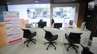Petugas berjaga di posko pengaduan tunjangan hari raya (THR) di Kementerian Ketenagakerjaan, Jakarta, Senin (20/5/2019). Posko tersebut untuk mempermudah para pekerja menyampaikan keluhannya, terkait penerimaan hak mendapatkan THR dari perusahaan. (Liputan6.com/Angga Yuniar)
