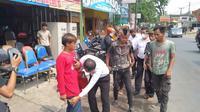 Para Preman, anak punk dan pengamen jalanan berhasil diamankan jajaran polres Tasikmalaya, Jawa Barat untuk diberikan pembinaan. (Liputan6.com/Jayadi Supriadin)