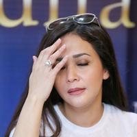 Meski dalam manajemennya melarang terlibat dalam Pilkada DKI, ibu tiga orang anak ini mengaku siap mensupport Calon Gubernur dan Wakil Gubernur DKI mendatang. (Adrian Putra/Bintang.com)