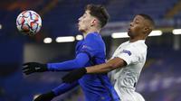 Pemain Chelsea, Kai Havertz, mengontrol bola saat melawan Krasnodar pada laga Liga Champions di Stadion Stamford Bridge, Rabu (9/12/2020). Kedua tim bermain imbang 1-1. (AP Photo/Kirsty Wigglesworth, Pool)