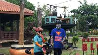 Ganjar Pranowo dan istri mengunjungi Grand Maerakaca sambil bersepeda (Dok.Instagram/@grandmaerakaca/https://www.instagram.com/p/CCiv7WOHaVZ/Komarudin)
