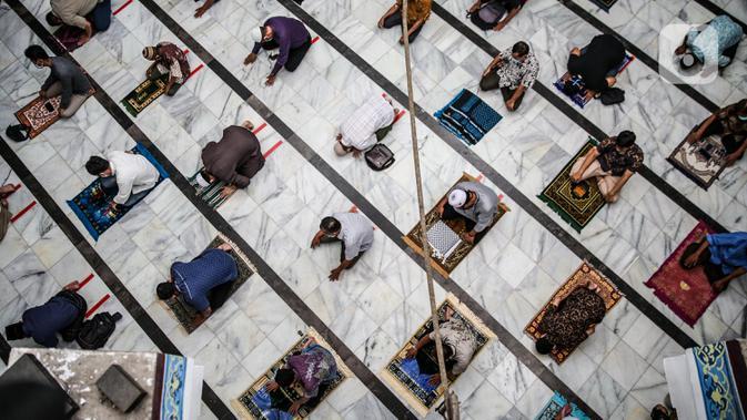 Jemaah Bersyukur Bisa Kembali Salat Jumat di Masjid At Tin TMII