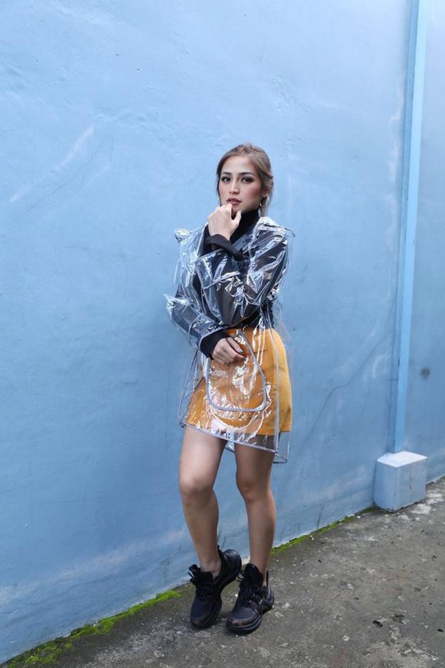 Jessica Iskandar dengan gaya uniknya/copyright Bintang.com