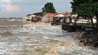 Penampakan banjir rob yang menerjang pemukiman warga Desa Dadap Indramayu. Foto (Liputan6.com / Panji Prayitno)
