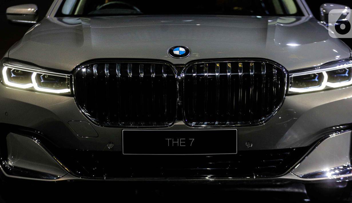 Tampilan depan The New BMW 730Li M Sport dalam peluncuran BMW Seri 7 Long Wheelbase di Jakarta, Kamis (10/10/2019). BMW Group Indonesia meluncurkan BMW Seri 7 Long Wheelbase terbaru yang ditawarkan dalam dua variasi. (Liputan6.com/Faizal Fanani)