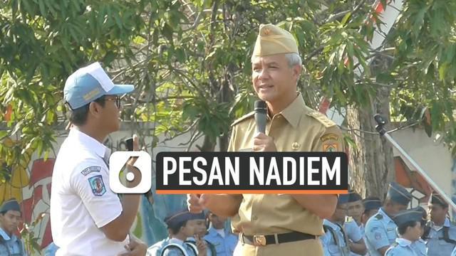 Seorang siswa SMA Negeri 1 Semarang mendapat sebuah laptop dari Gubernur Jawa Tengah Ganjar Pranowo. Saat upacara peringatan hari guru nasional, siiswa tersebut berani maju dan bersedia ikuti ajakan dalam pidato Mendikbud Nadiem Makarim.